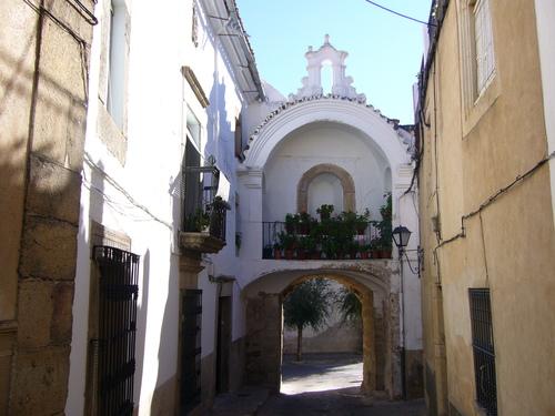La puerta de la villa o de Belen vista desde la calle derecha.