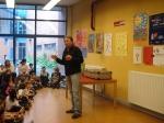 """Contando cuentos en la biblioteca del Centro Cultural """"Paco Rabal"""" de Entrevías"""