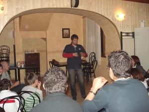 El amigo Txapela durante su intervención.