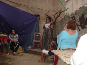 Zara Hasnaoui durante su intervención en el corral de los cuentos.