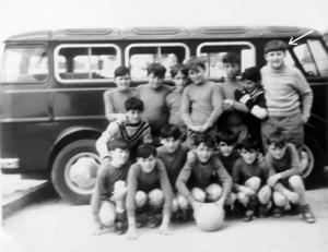 Equipo de infantiles del colegio. Yo era mucho más grande que todos mis compañeros de edad.